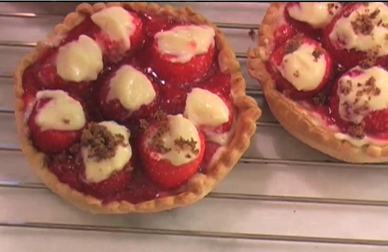 tartelettes aux fraises chaudes la cuisine de monica. Black Bedroom Furniture Sets. Home Design Ideas