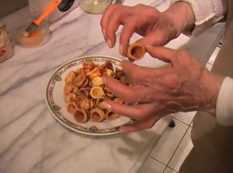 Mini cornets feuillet s cornettos la cuisine de monica - La cuisine de monique ...